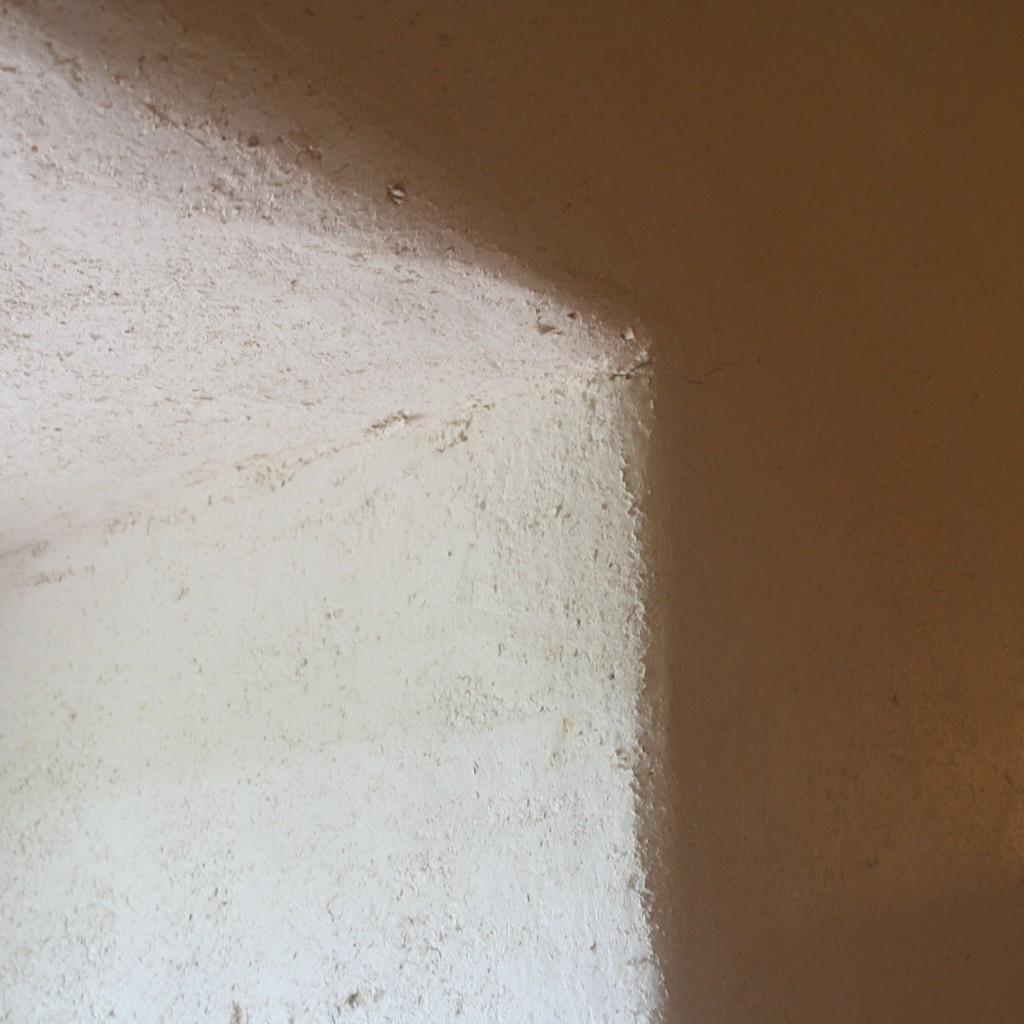 Enduit chaux-copeaux intérieur pour le confort thermique des murs épais anciens
