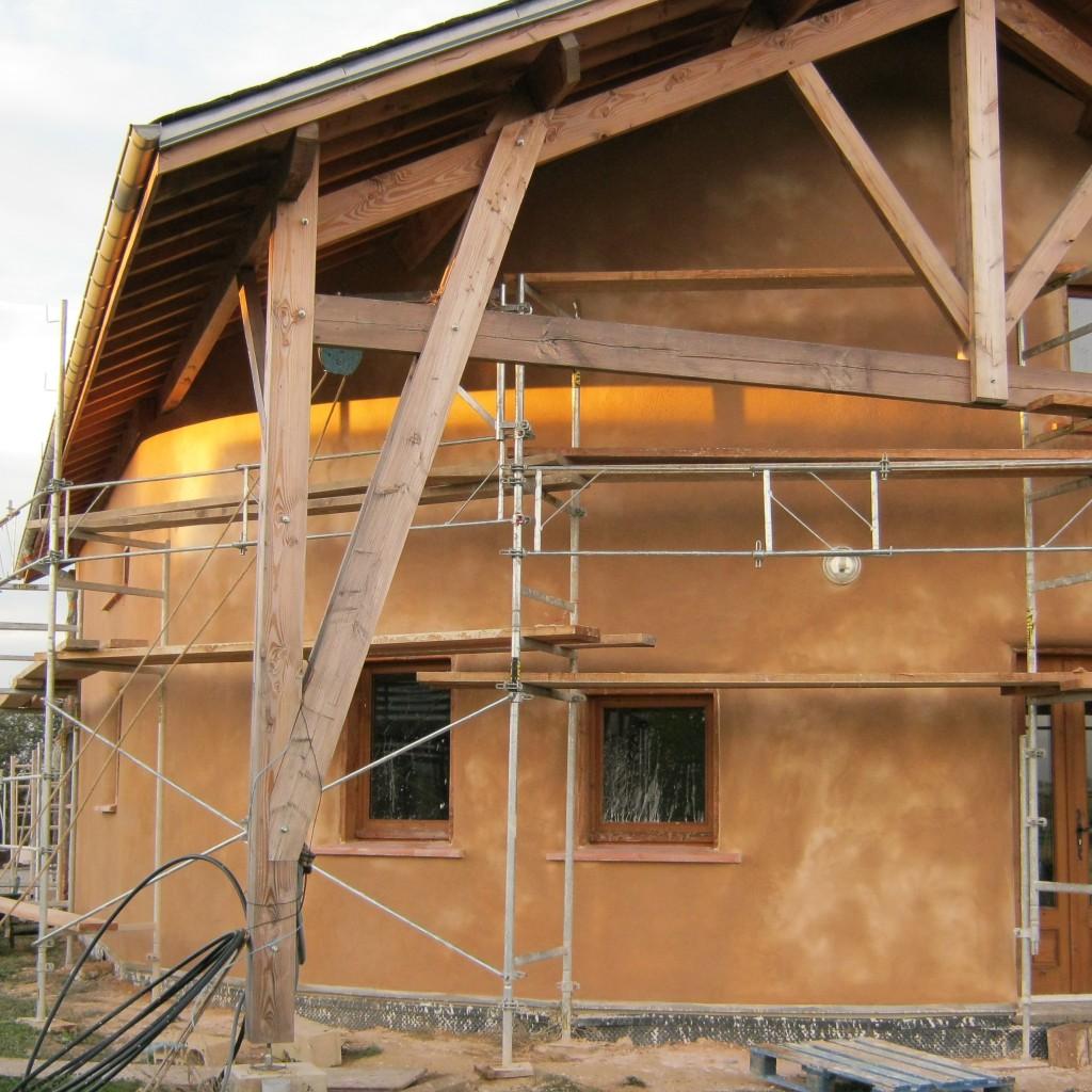 construction_terre_paille_ossature_bois_enduits_terre_construction_ecologique_levezou_aveyron