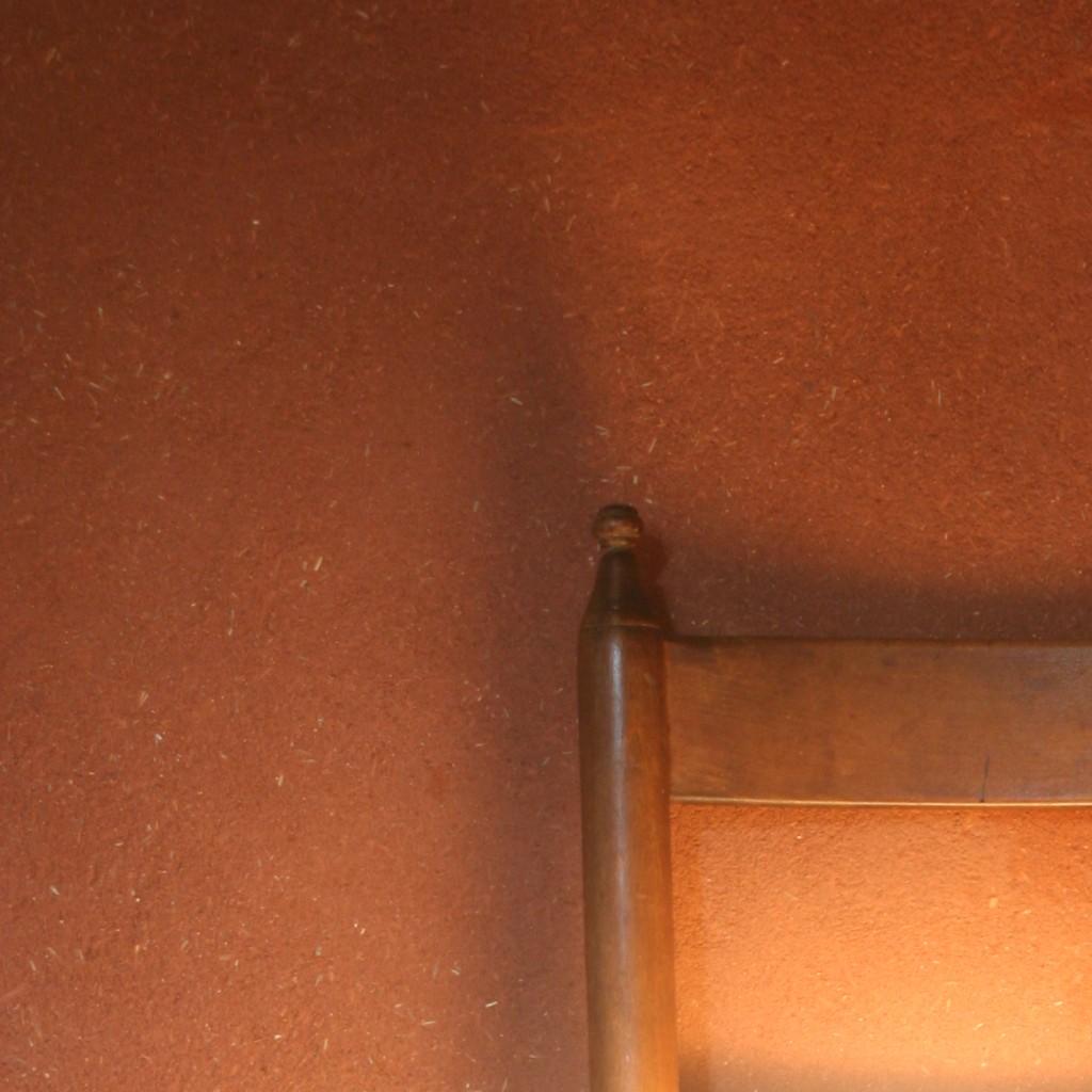 enduit_terre_paille_decoratif_interieur_rouge_chambre_renovation_pieds_nus_habitat_naucelle