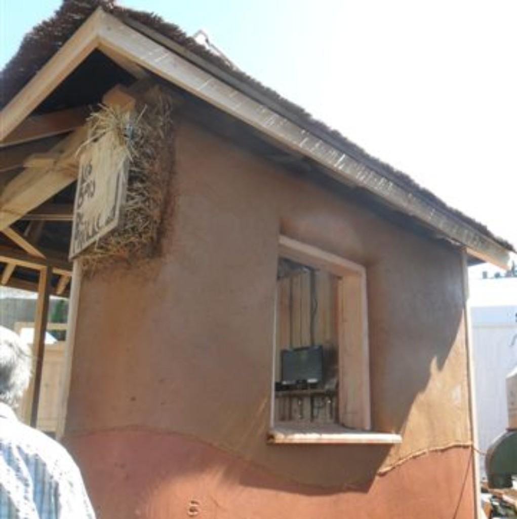 enduits_terre_sur_ossature_bois_maison_paille_construction_neuve_les_bois_de_paille_aveyron