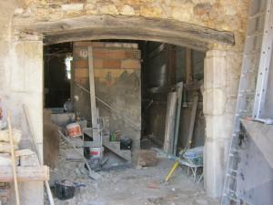 création d'une ouverture, pierre taillée et linteau bois