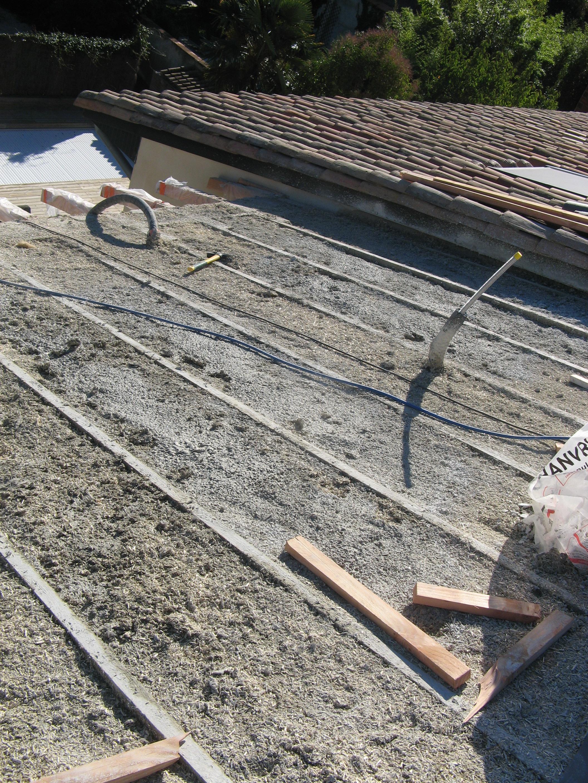 isolation chaux chanvre 30 cm en toiture, structure croisée douglas
