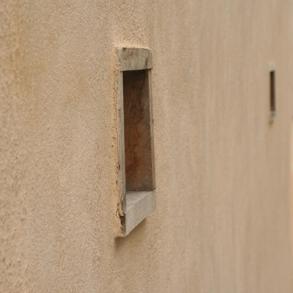 enduit_exterieur_chaux_aerienne_sur_isolation_chaux_chanvre_projetée_renovation_encadrements_chene